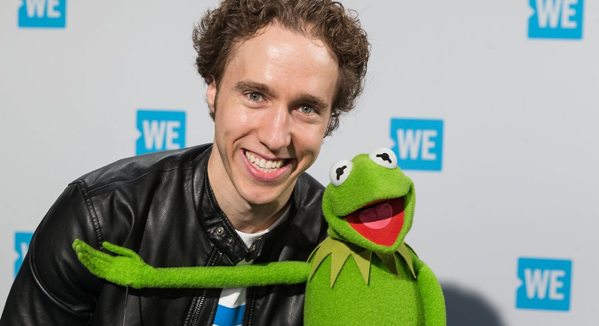 Craig Kielburger with Kermit the Frog at WE Day event
