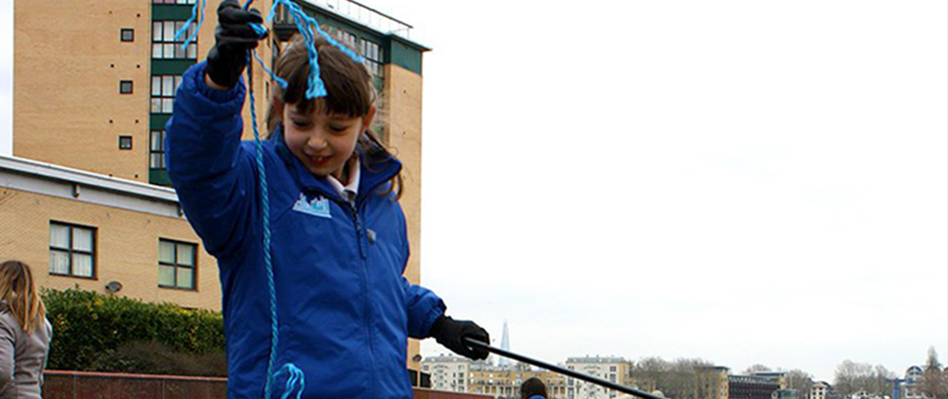 Ava Szpila collecting plastic from River Thames