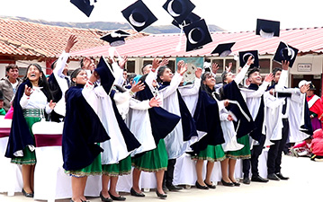 Shuid students toss their graduation caps.