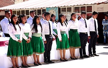Shuid students dressed in their school uniforms.